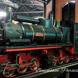 Réplica de locomotora entre Ojos Negros y Sagunto