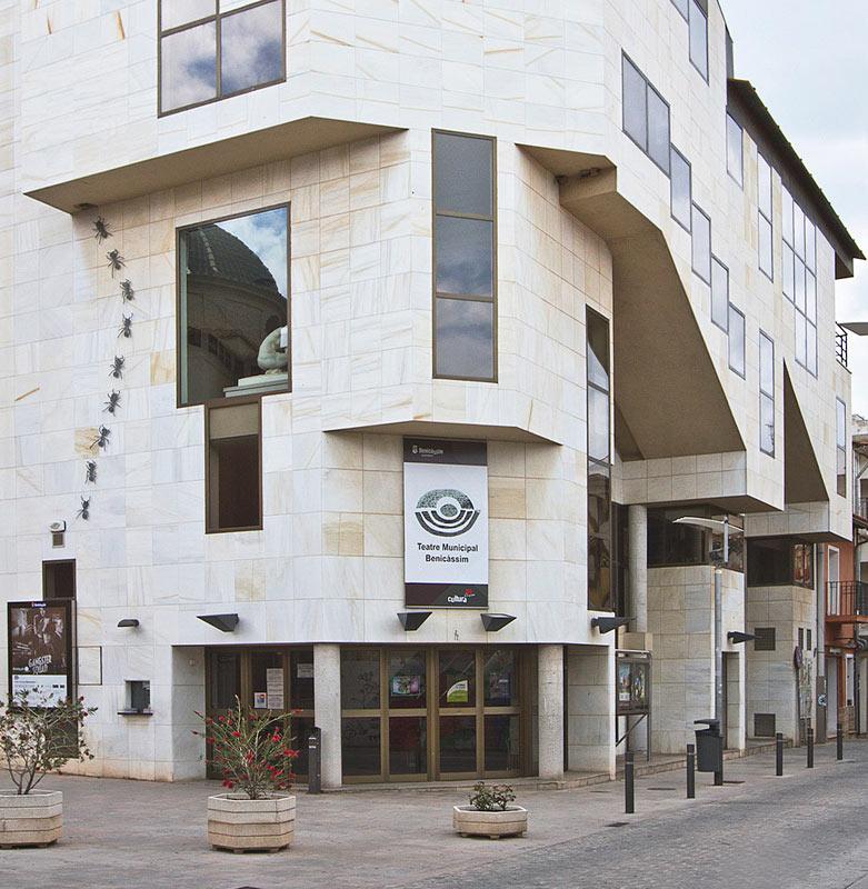 Hormigas fachada Teatro Benicàssim