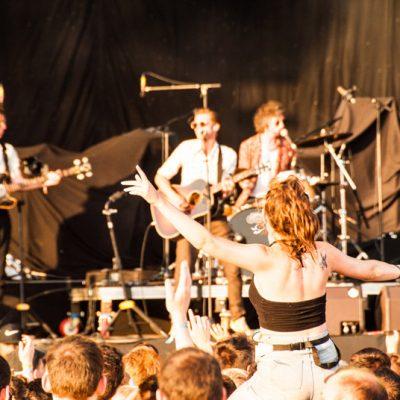 El público mayoritariamente irlandés de Hudson Taylor en el escenario Las Palmas