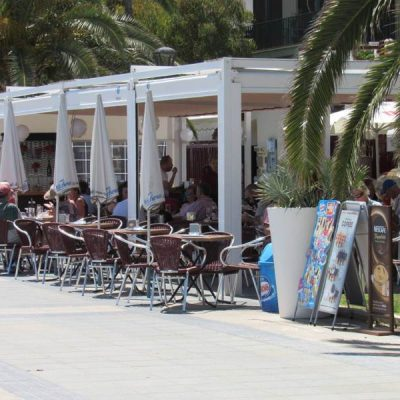 Jota's Vistamar terraza paseo