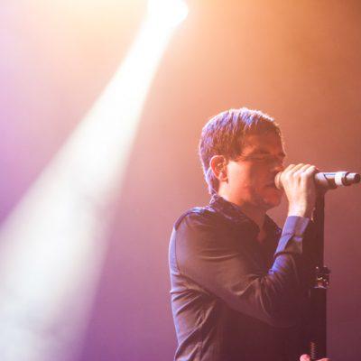 Marc Gili, vocalista de Dorian, al comienzo de su actuación