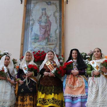 Benicàssim honra a sus patrones con ofrenda de flores y procesión
