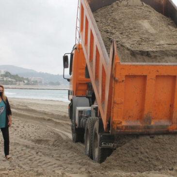Benicàssim aporta 5.500 toneladas de arena para el acondicionamiento de la playa Heliópolis